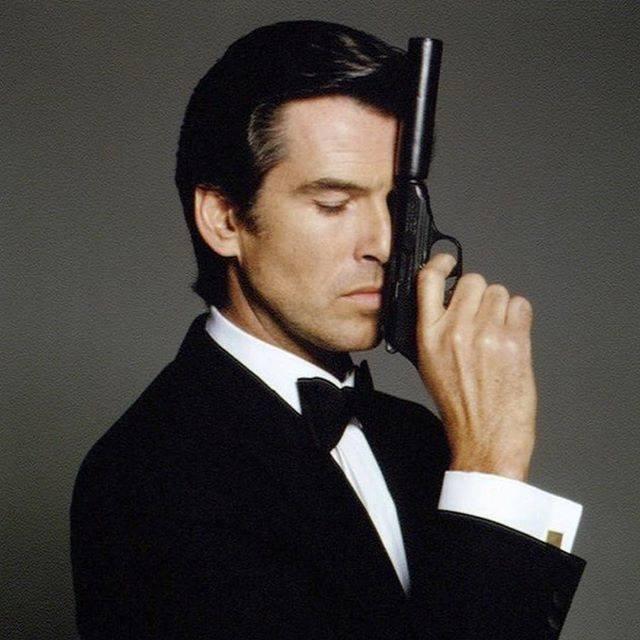 Brosnan jako James Bond.
