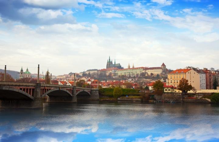 Pohled na Pražský hrad od řeky Vltavy