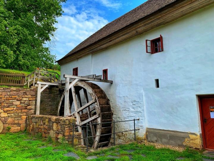 """I mlýny jsou populárním místem, kde """"prospat"""" dovolenou. Porčův mlýn."""