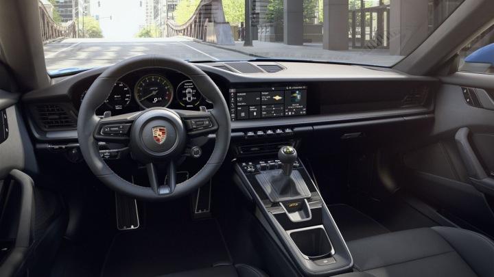 Porsche 911 GT3 interiér