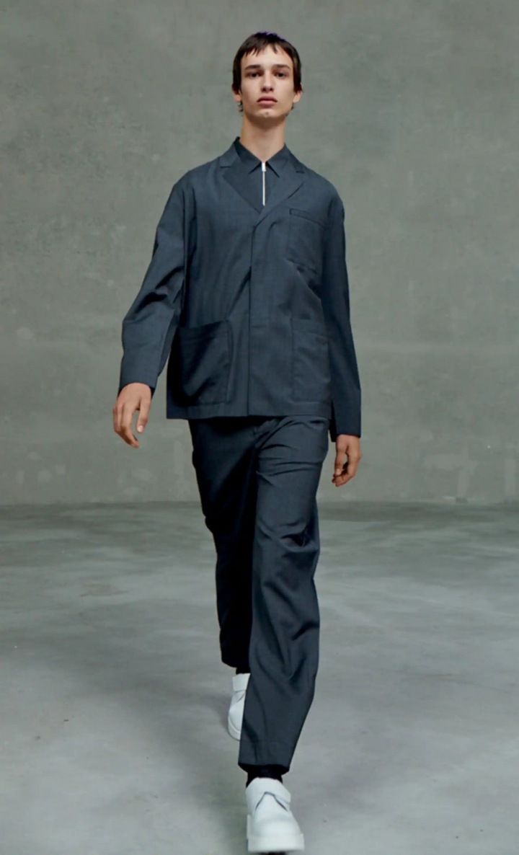 Muž v modelu Prada SS2021