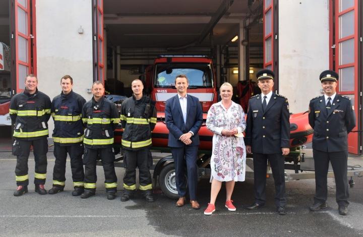 Předání daru hasičům