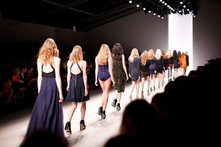 Ženy na módní přehlídce.