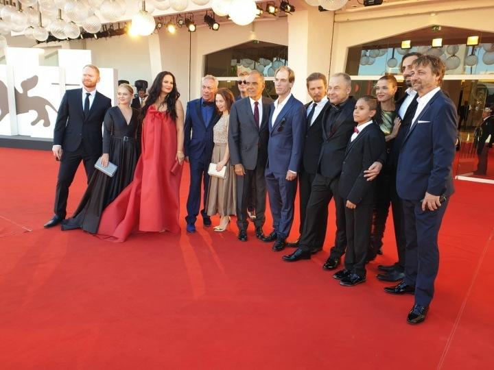 Premiéra na filmovém festivalu v Benátkách, odkud ze sálu odcházeli znechucení diváci.