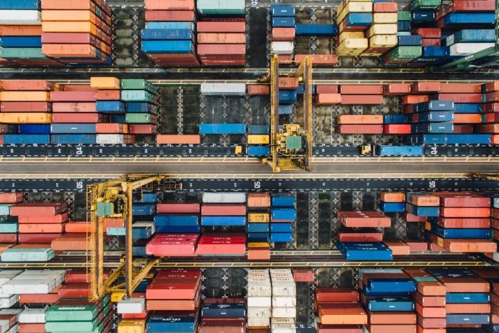 Velký sklad přepravních kontejnerů v Singapuru
