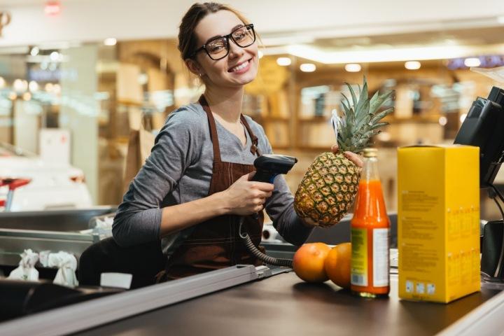 Prodavačka v supermarketu