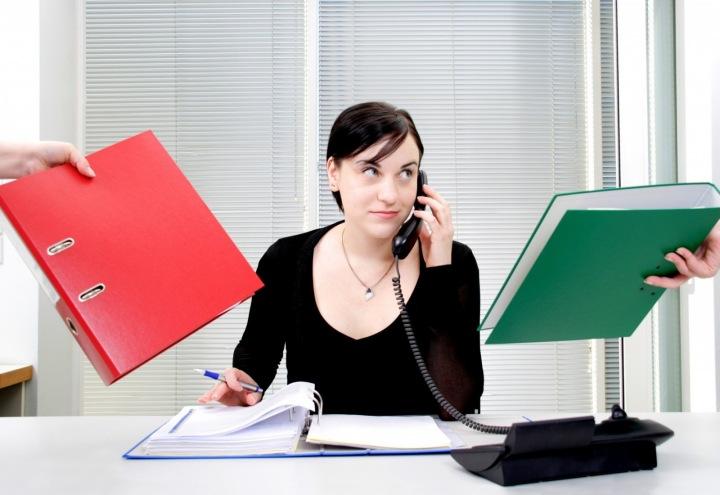 Žena chystající se učinit rozhodnutí.