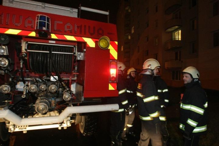Při likvidaci škod po čtvrtečním tornádu zasahují samozřejmě i hasiči