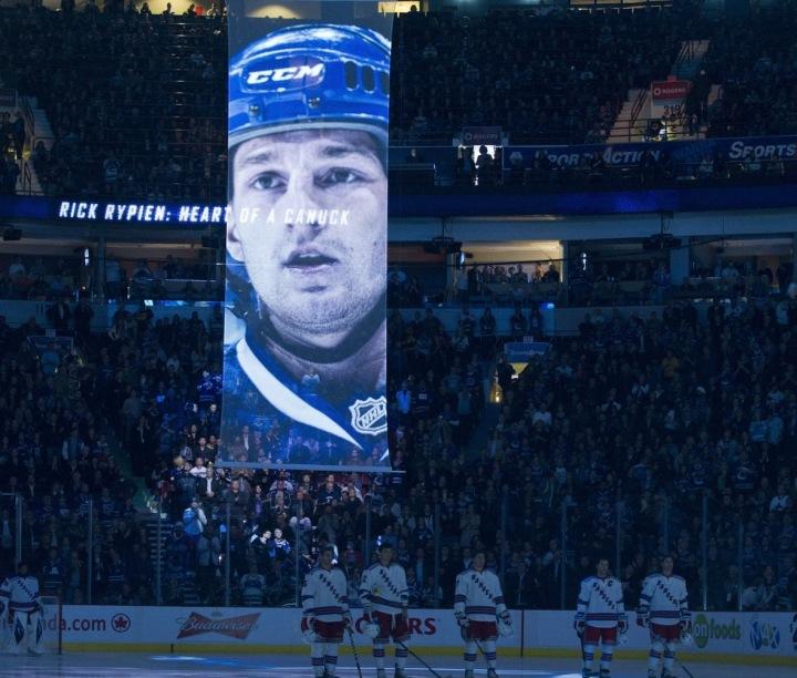 Rozloučení s Rickem Rypienem na ledě Canucks