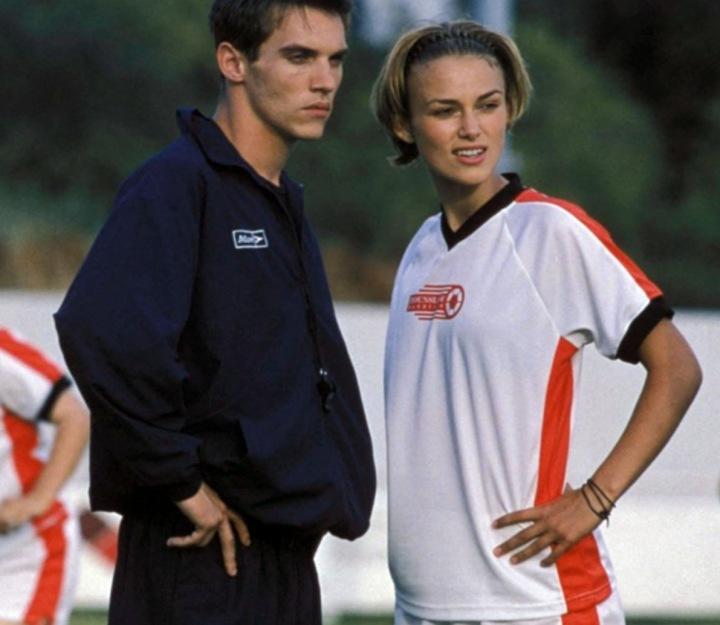 "Keira Knightley ve filmu ""Blafuj jako Beckham"""