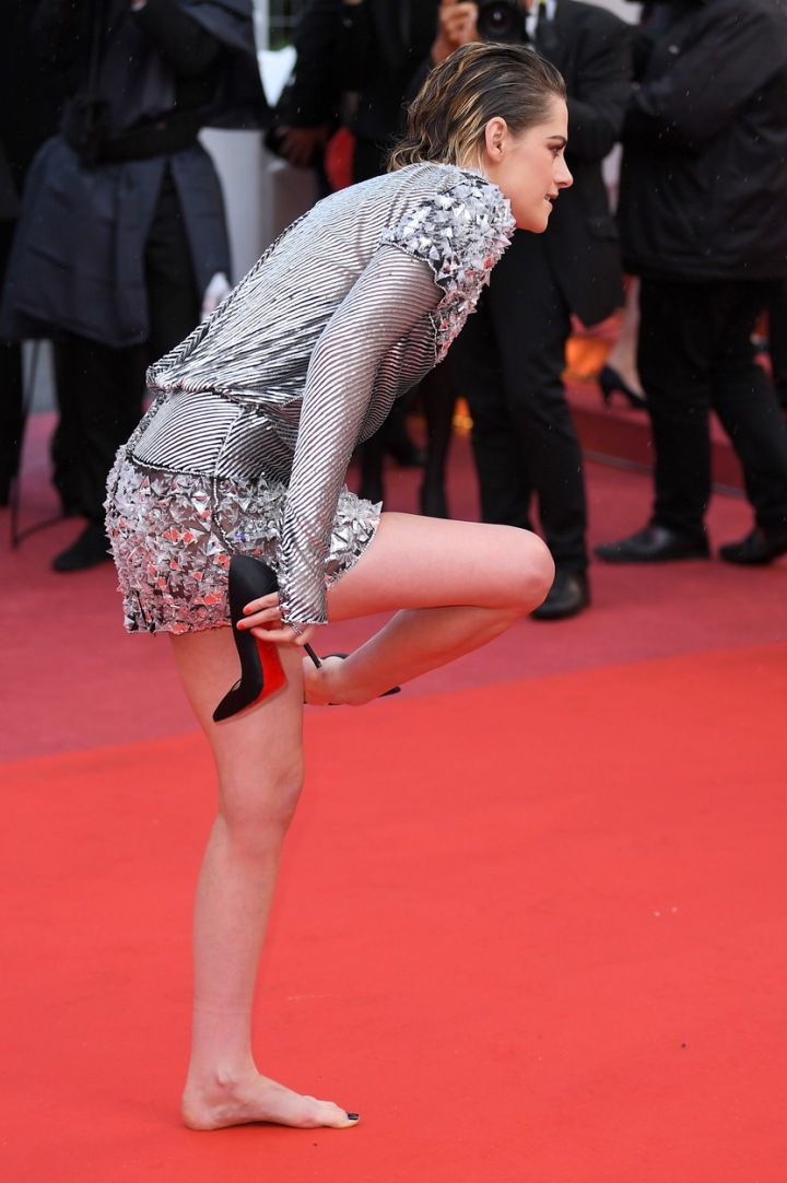 Kristen Stewart musela sundávat lodičky.