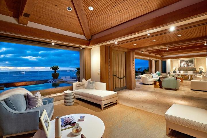 Interiér nové vily kousek od San Diega