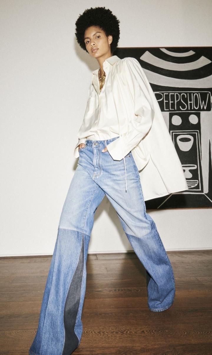 Modelka ve volných džínách