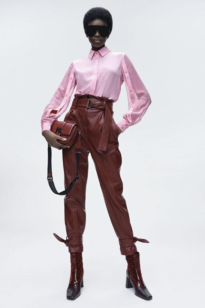 Kalhoty a halenka značky Karl Lagerfeld