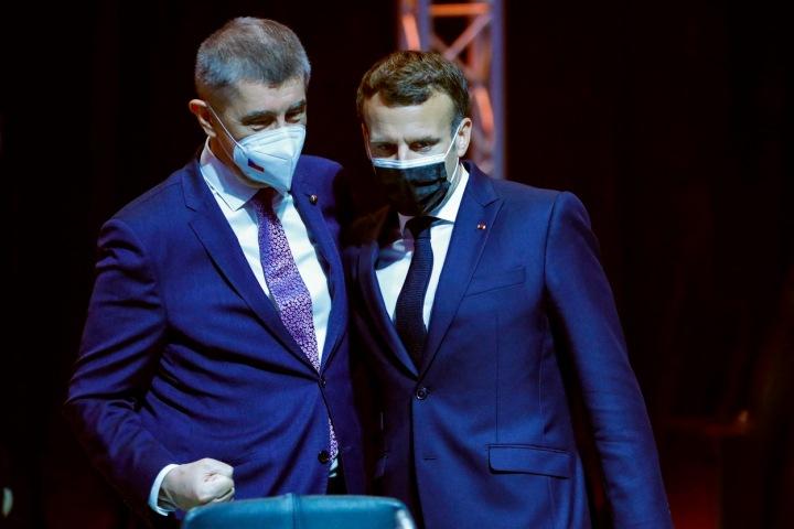 Andrej Babiš a francouzský prezident Emmanuel Macron na portugalském summitu, 9. května 2021