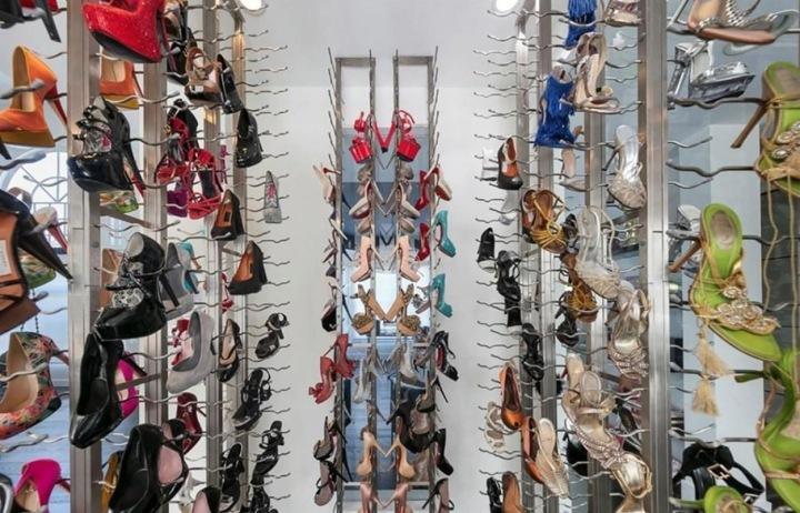 """Z vinného sklepa je místnost pro """"muzeum bot"""""""