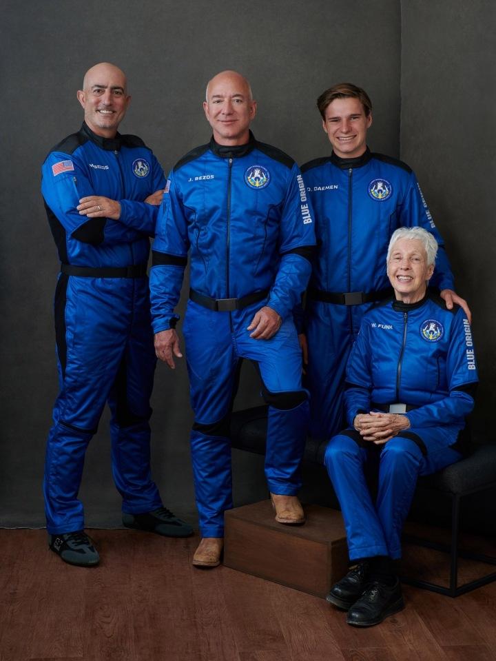 Miliardář Jeff Bezos na cestě do vesmíru (Foto: Mark Bezos, Jeff Bezos, Oliver Daemen, Wally Funk)