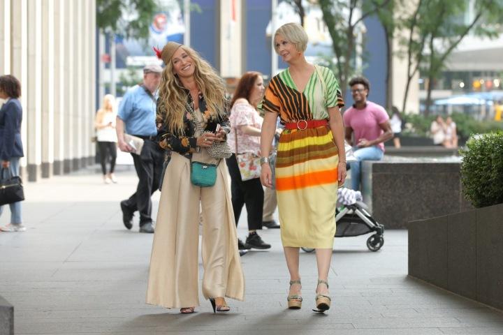 Představitelky Carrie a Mirandy na ulici
