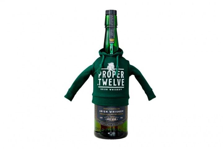 Limitovaná edice mikin pro lahve whisky Proper Twelve
