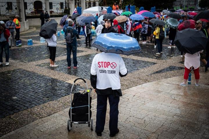 """Protesty v Bratislavě - """"covid teror"""""""