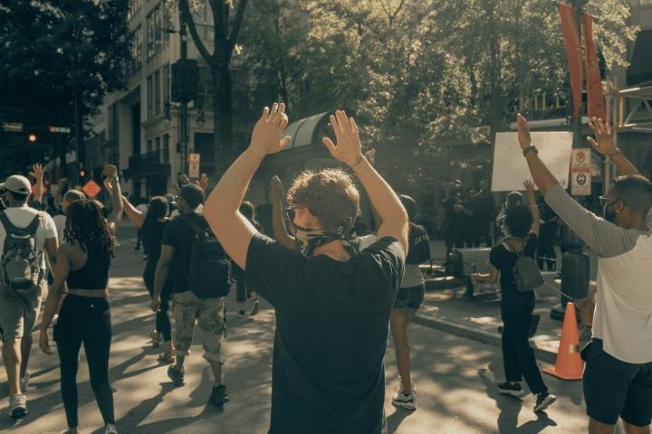 Protesty v ulici