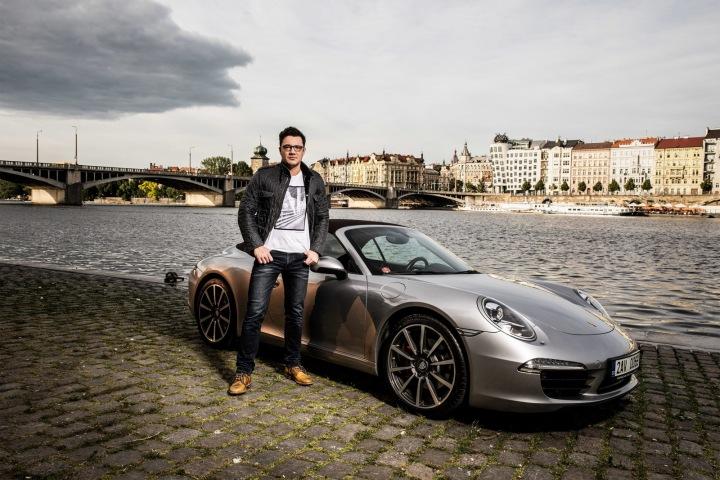 Lékař Jan Hradecký a jeho Porsche 911 Carrera S