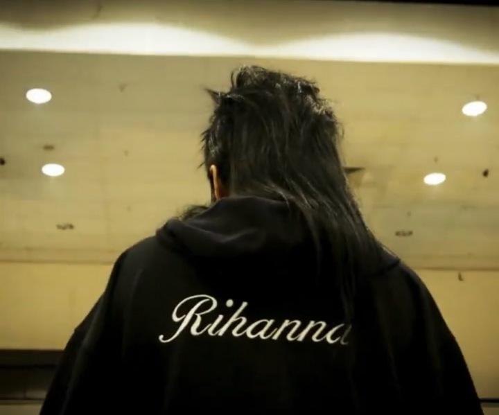 Rihanna s účesem na muleta