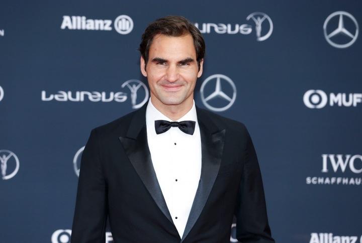 Roger Federer na červeném koberci.