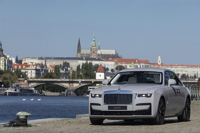 Rolls Royce na pražské Náplavce.