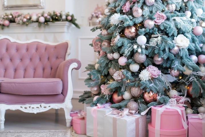 Rose Gold vánoční ozdoby.