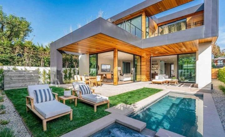 Sídlo s bazénem, John Legend