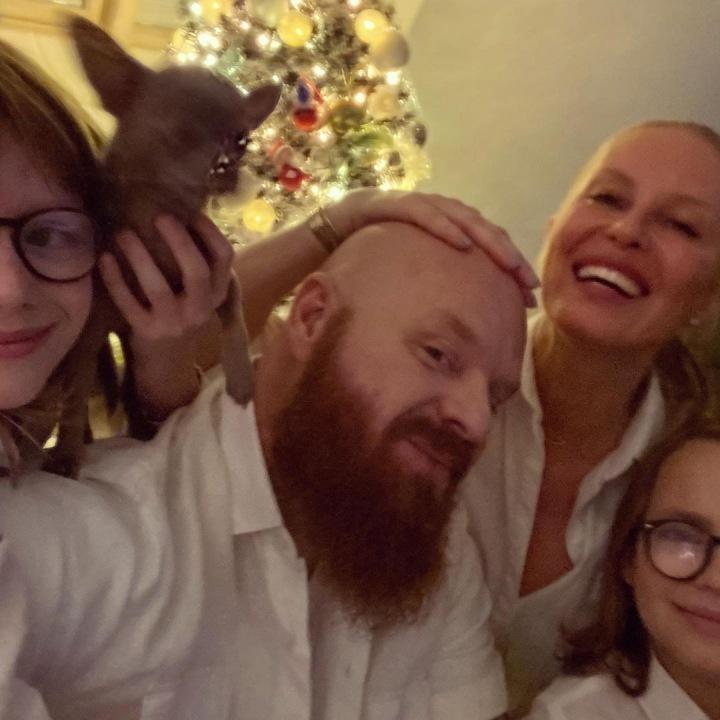 Simona Krainová s rodinou
