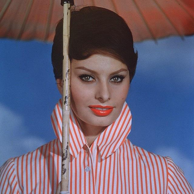 Sophia Loren s deštníkem