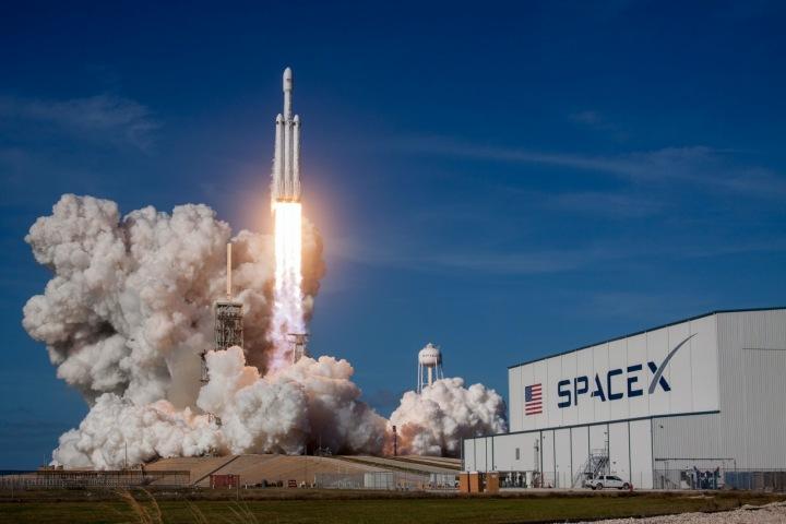 Zkušební start SpaceX Falcon Heavy
