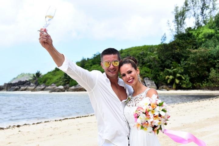 Fotit se můžete na Seychelách bez roušky, na obřadu ji však budete potřebovat.