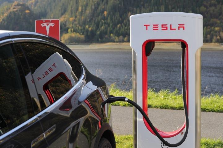 Tesla nabíjecí stanice