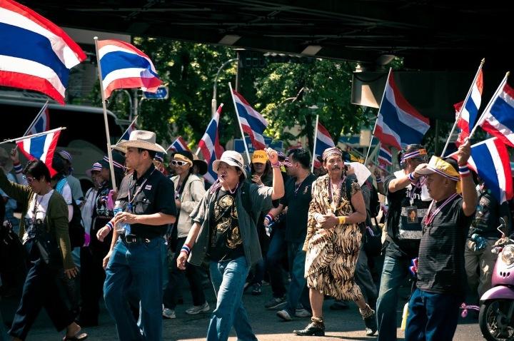 Thajci protestující v ulicích