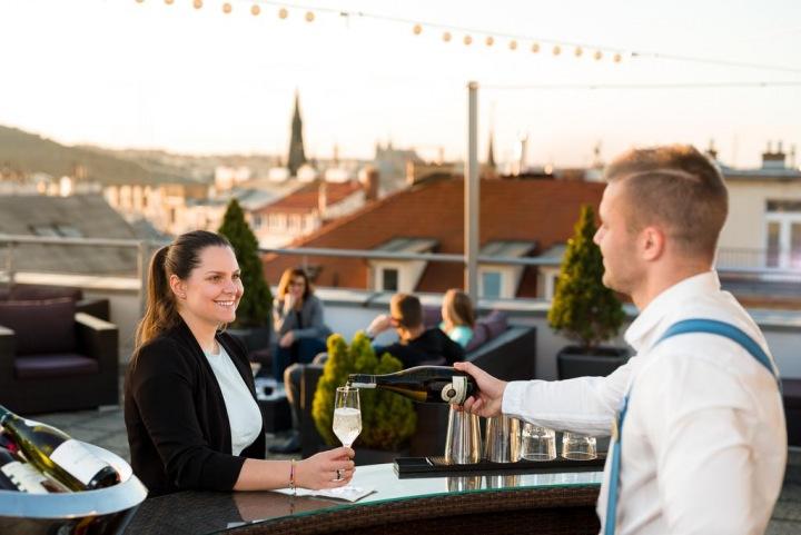 The Roof, bar na střeše hotelu Novotel