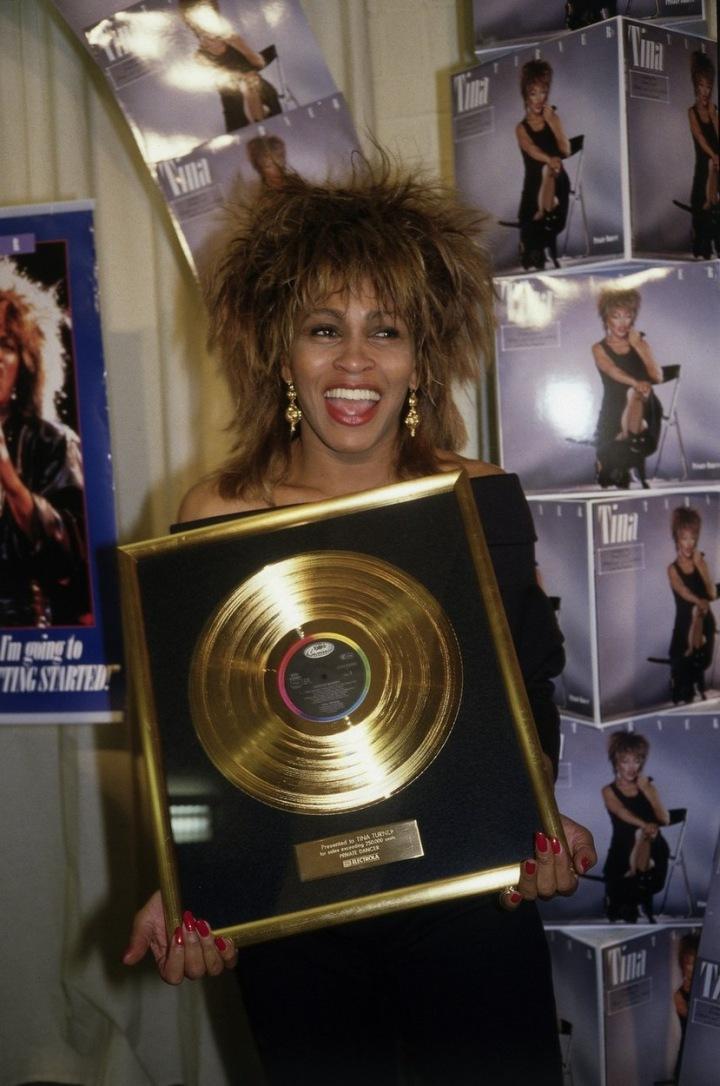 Tina Turner se zlatou deskou