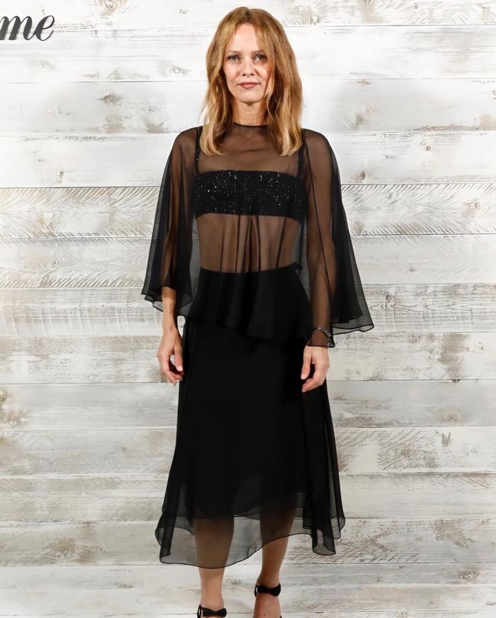 Vanessa Paradis v černých šatech Chanel
