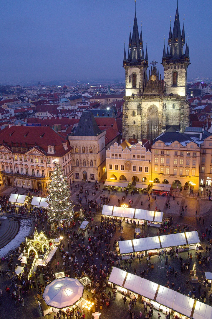Staroměstské náměstí o Vánocích.