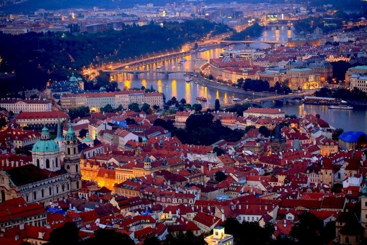 Večerní výhled na Prahu.