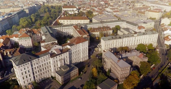 Ve Všeobecné fakultní nemocnici v Praze zachránili Robertovi život.