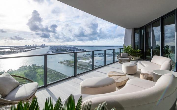 Pohled seshora, apartmán Beckhamových v Miami