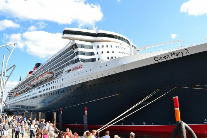 Výletní loď Queen Mary 2 v detailu.