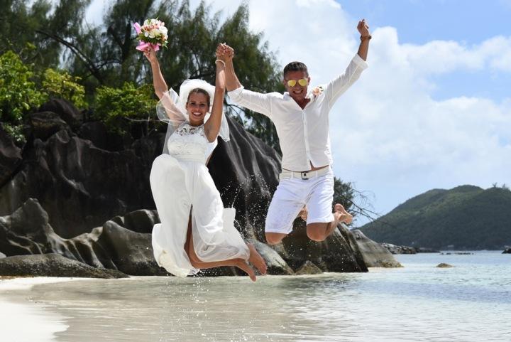 Na Seychelách trávil svatební cestu i George Clooney s manželkou nebo Brad Pitt s Angelinou Jolie.