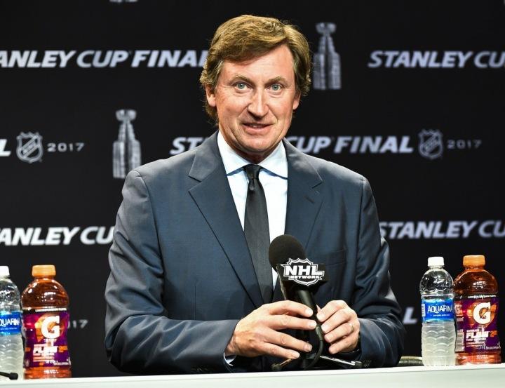 Wayne Douglas Gretzky na tiskové konferenci NHL