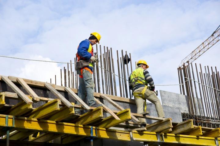 Dělníci pracující na rekonstrukci
