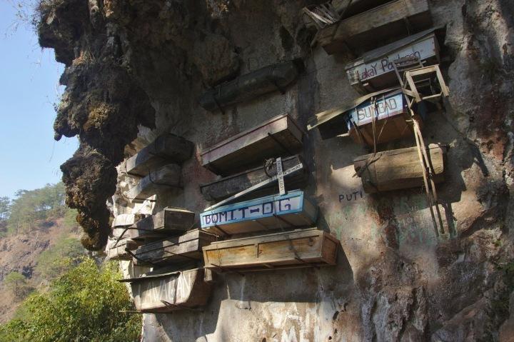 Závěsné hrobky na Filipínách