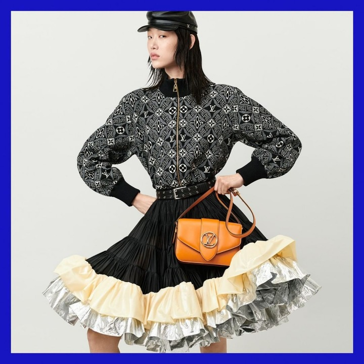 Žena s kabelkou Louis Vuitton